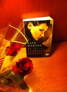 Happy Book Lover's Day! A Kate Morton book in of of the most romantic languages of all - Spanish