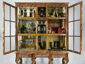 The real dollhouse in the Rijksmuseum which inspired the story..