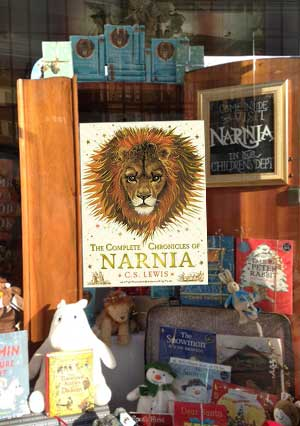 Book Narnia - Waterstones Newcastle
