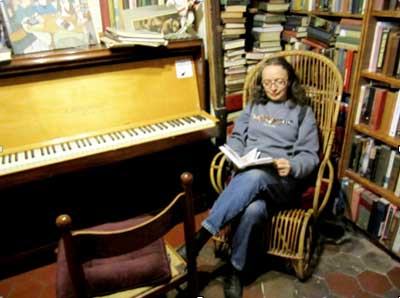 Emma-in-Shakespeare-and-Company